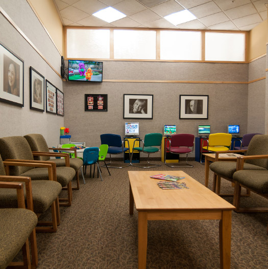 The friendly and welcoming waiting room of Great Grins for KIDS - Oregon City in Oregon City, OR